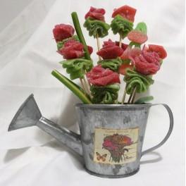 Regadera vintage con flores de gominola